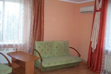 2-комн. квартира, 65 кв.м. на 4 человека, бульвар Старшинова, Динамо, Феодосия - Фотография 1