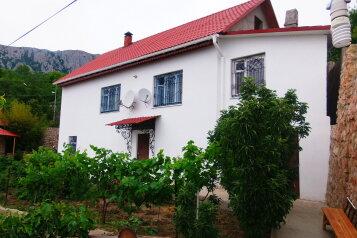 Сдается красивый обустроенный  дом на два входа с видом на море и горы, 125 кв.м. на 6 человек, 3 спальни, Кизиловая, 8, Кацивели - Фотография 1