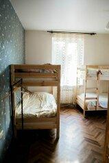 Комфортный общий номер:  Номер, Стандарт, 6-местный, 1-комнатный, Hostel, Пятницкого, 52 на 6 номеров - Фотография 4