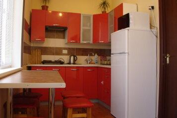 Сдам дом под ключ, 50 кв.м. на 6 человек, 2 спальни, улица Калинина, Алупка - Фотография 1