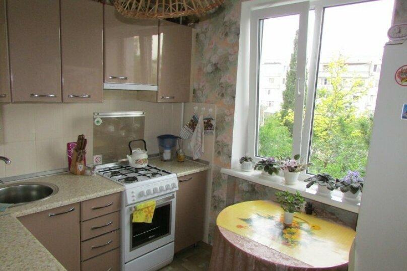 1-комн. квартира, 40 кв.м. на 3 человека, улица Адмирала Юмашева, 10, Севастополь - Фотография 2