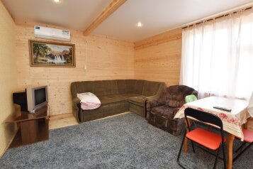 Целый дом у моря. ВСЁ для детей!, 56 кв.м. на 8 человек, 8 спален, Тенистая, Голубицкая - Фотография 3
