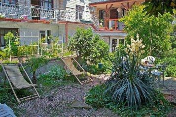Гостевой дом, улица Таврическая на 12 номеров - Фотография 1