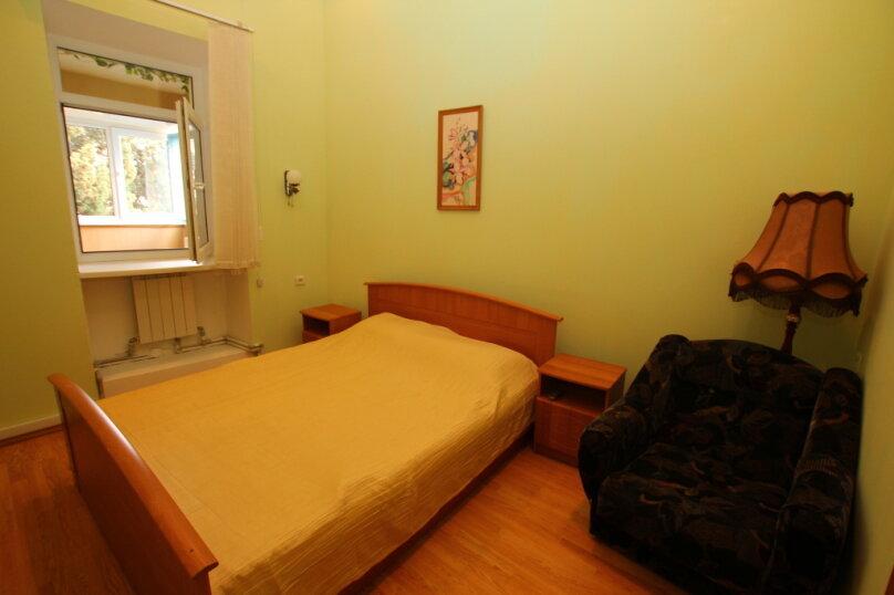 2-комн. квартира на 4 человека, улица Дражинского, 4А, Ялта - Фотография 1