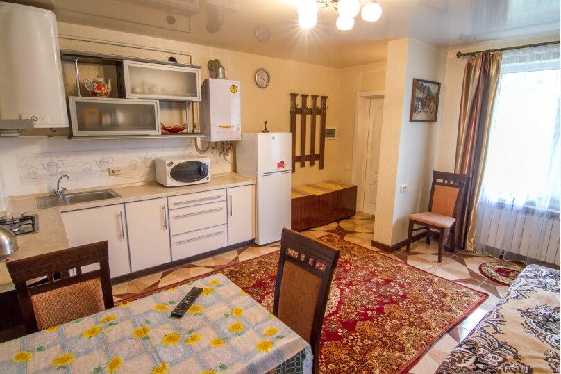 Номер №5 1-й этаж, Садовая улица, 15, Алушта - Фотография 1