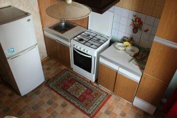 2-комн. квартира, 55 кв.м. на 4 человека, улица Нахимова, 15, Ленинский район, Смоленск - Фотография 1
