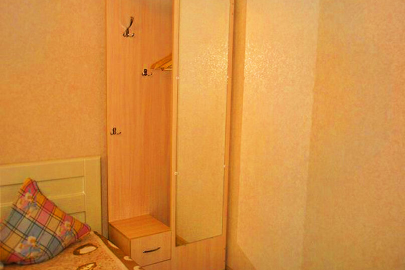 1)Однокомнатная кв-ра в собственном доме с кухней и отоплением на 2 человека, улица Колодяжного, 14, Динамо, Феодосия - Фотография 4