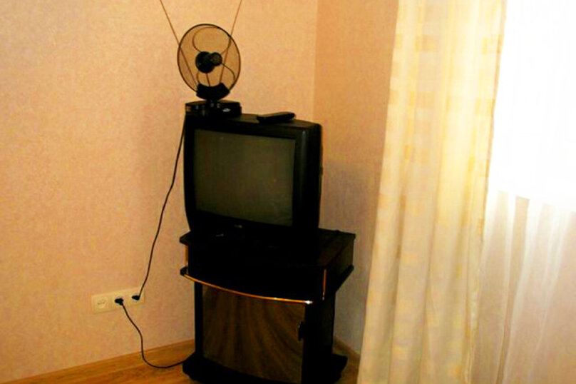 2) Однокомнатная кв-ра в собственном доме с кухней и отоплением на 2 человека, улица Колодяжного, 14, Динамо, Феодосия - Фотография 2
