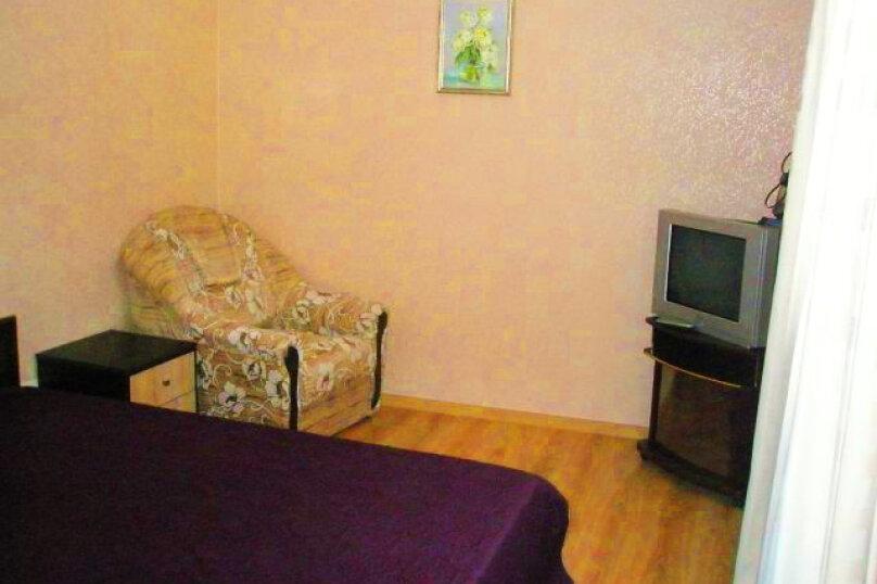 2) Однокомнатная кв-ра в собственном доме с кухней и отоплением на 2 человека, улица Колодяжного, 14, Динамо, Феодосия - Фотография 3
