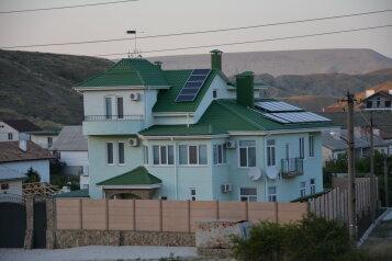 Гостевой дом, улица Гумилёва, 12 на 6 комнат - Фотография 1