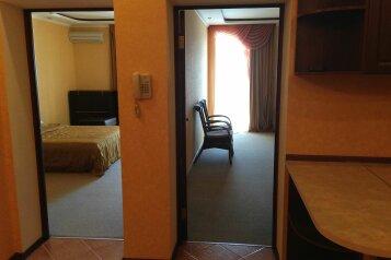 Стандарт 144:  Номер, Стандарт, 4-местный, 2-комнатный, Отель, Кипарисовая аллея на 15 номеров - Фотография 3
