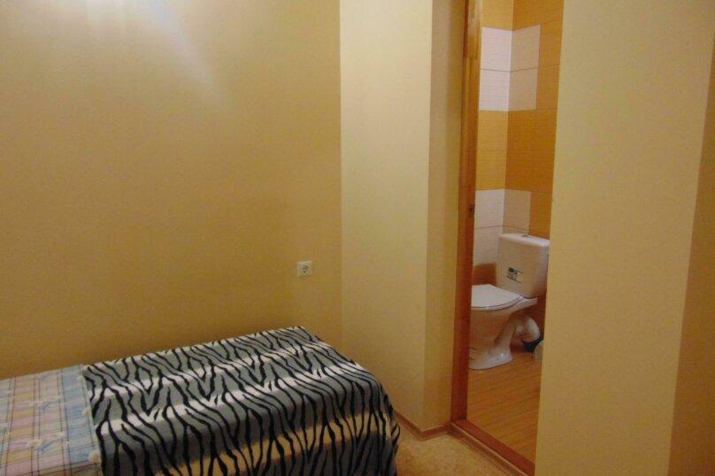Одноместный номер с удобствами, на втором этаже, пос.Заозерное кооп Орбита пер.Грушевый , 104, Евпатория - Фотография 2