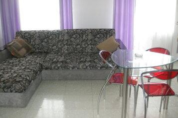 2-комн. квартира, 42 кв.м. на 2 человека, проспект Столетия владивостоку, 45, Первореченский район, Владивосток - Фотография 1