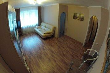 2-комн. квартира, 56 кв.м. на 4 человека, улица Газеты Звезда, 56, Свердловский район, Пермь - Фотография 1