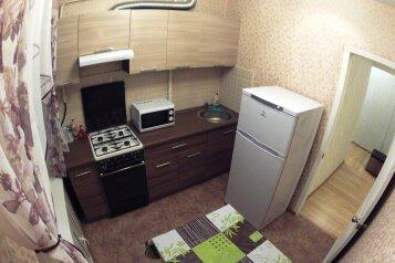 3-комн. квартира, 65 кв.м. на 8 человек, Комсомольский проспект, 33, Ленинский район, Пермь - Фотография 1