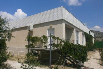 """Одноэтажный коттедж (2 спальни-номера со всеми удобствами и кухней, сдаются как вместе, так и по отдельности), 64 кв.м. на 6 человек, 1 спальня, СОТ """"Капсель"""", Судак - Фотография 1"""