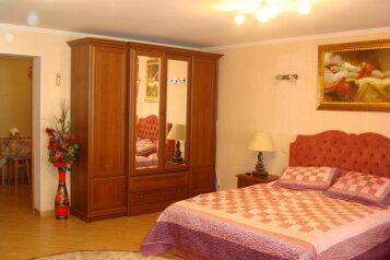 Апартаменты люкс двухкомнатные с кухней и двориком с выходом на море  в Алуште  п. Семидворье Крым, 63 кв.м. на 5 человек, 2 спальни, пер. Извилистый, 117, Семидворье - Фотография 1