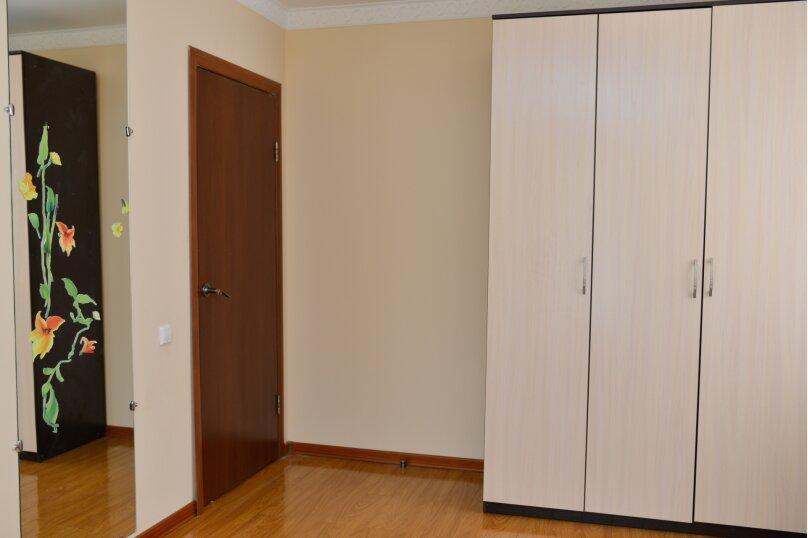 3-комн. квартира, 110 кв.м. на 6 человек, Октябрьская улица, 48, Калуга - Фотография 2