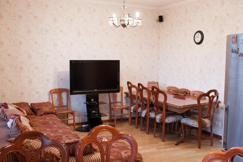 3-комн. квартира, 70 кв.м. на 7 человек, улица Типанова, 18, Санкт-Петербург - Фотография 3