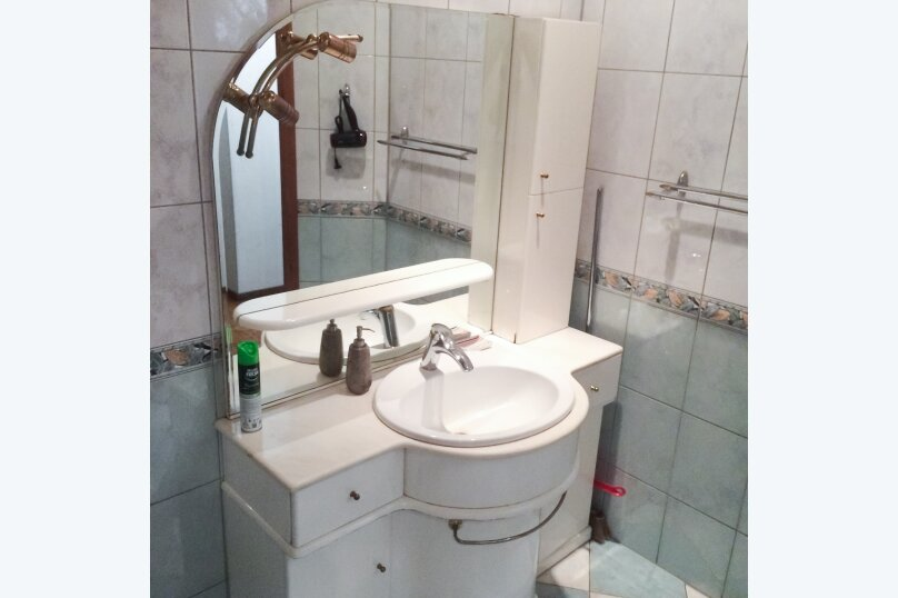 3-комн. квартира, 70 кв.м. на 7 человек, улица Типанова, 18, Санкт-Петербург - Фотография 12