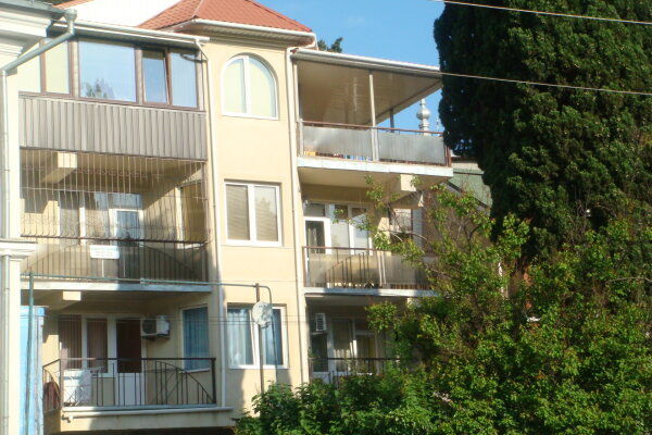 Апартаменты, улица Свердлова, 19 на 4 номера - Фотография 1