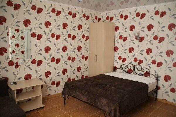 Гостевой дом  , улица дёмышева, 73 на 8 номеров - Фотография 1