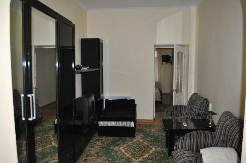2-комн. квартира, 40 кв.м. на 4 человека, улица Чехова, 20, Ялта - Фотография 1