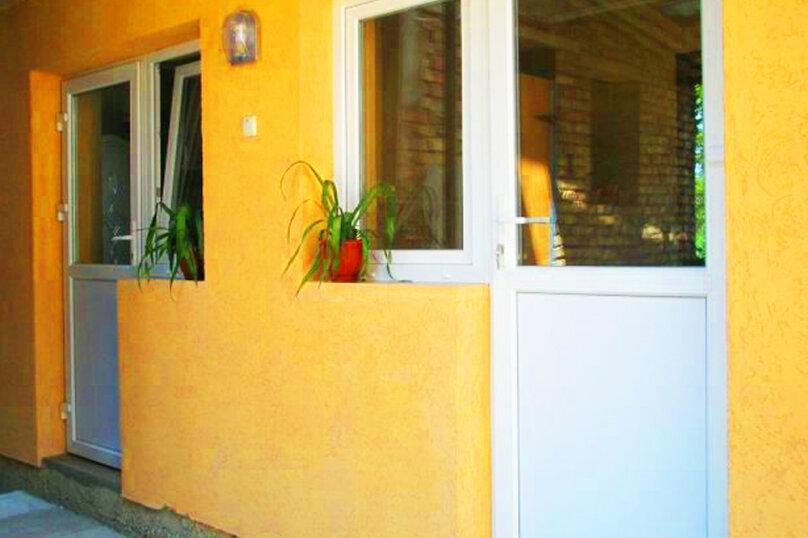 1)Однокомнатная кв-ра в собственном доме с кухней и отоплением на 2 человека, улица Колодяжного, 14, Динамо, Феодосия - Фотография 1