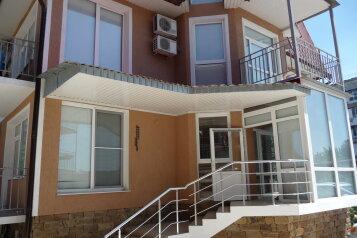 """Гостевой дом """" Солнечный"""", Строительная улица, 13А на 17 комнат - Фотография 1"""
