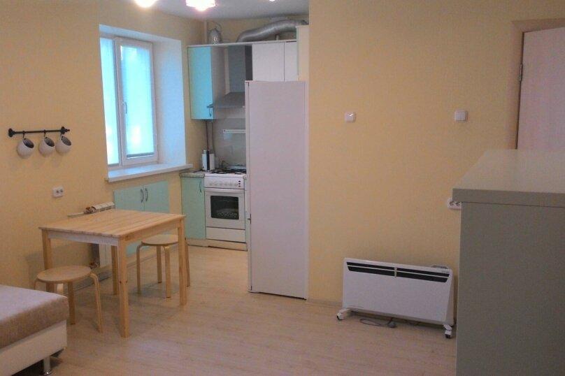 2-комн. квартира, 44 кв.м. на 5 человек, улица Тимофея Кривова, 9, Чебоксары - Фотография 1