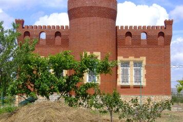 Дом комфорт-класса на море, 100 кв.м. на 7 человек, 3 спальни, Восточная , 1, Артюшенко, Тамань - Фотография 1