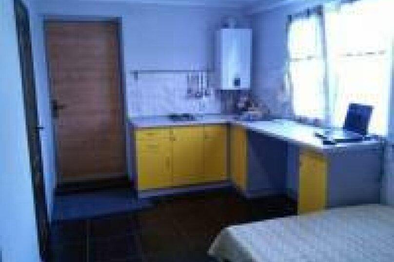Двухкомнатный номер с кухней на 4  человека , улица Чекиста Галушкина, 9А, Евпатория - Фотография 3
