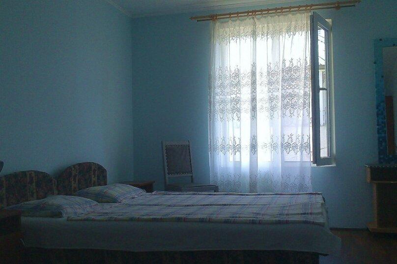 Номер 3-местный 2-ой этаж, 3-я линия, левая часть, 23, поселок Орджоникидзе, Феодосия - Фотография 1