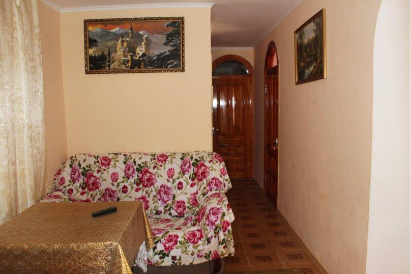 3х комнатный с доп. местом, улица Генерала Бирюзова, 61, Судак - Фотография 1