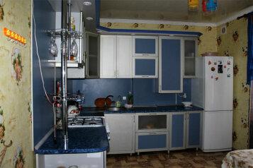 Сдам по суточно, 80 кв.м. на 5 человек, 2 спальни, улица 13 Ноября, Евпатория - Фотография 1