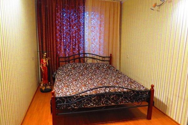 Посуточно 2-х комнатная ухоженная, улица 40 лет Октября, 21 на 1 номер - Фотография 1