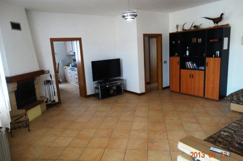 Дом в итальянском стиле класса люкс 2-х этажный 6-ти комнатный, 200 кв.м. на 10 человек, 5 спален, , , Судак - Фотография 13
