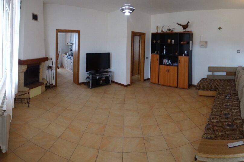 Дом в итальянском стиле класса люкс 2-х этажный 6-ти комнатный, 200 кв.м. на 10 человек, 5 спален, , , Судак - Фотография 14