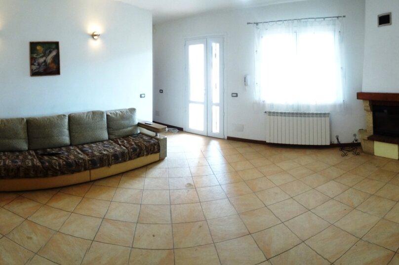 Дом в итальянском стиле класса люкс 2-х этажный 6-ти комнатный, 200 кв.м. на 10 человек, 5 спален, , , Судак - Фотография 15