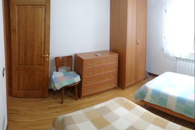 Дом в итальянском стиле класса люкс 2-х этажный 6-ти комнатный, 200 кв.м. на 10 человек, 5 спален, , , Судак - Фотография 3