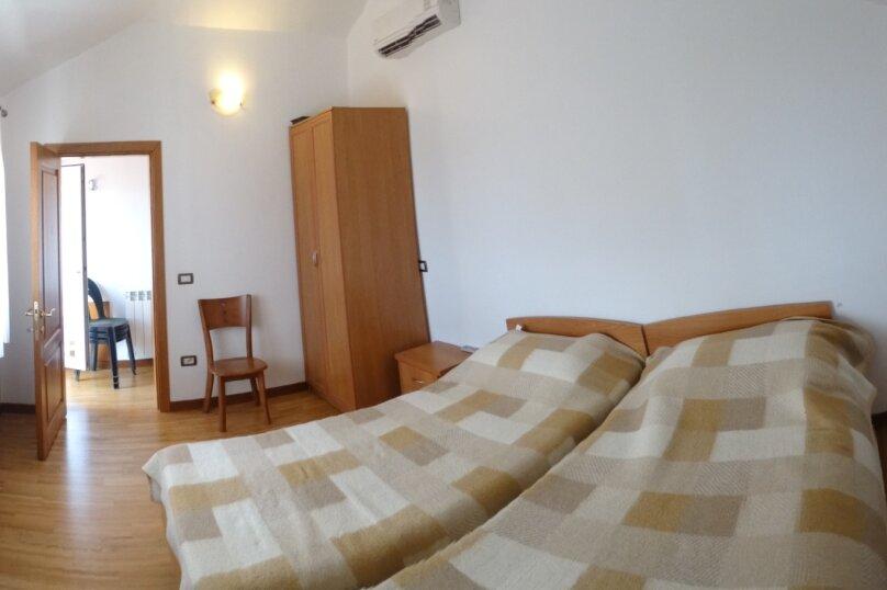 Дом в итальянском стиле класса люкс 2-х этажный 6-ти комнатный, 200 кв.м. на 10 человек, 5 спален, , , Судак - Фотография 9
