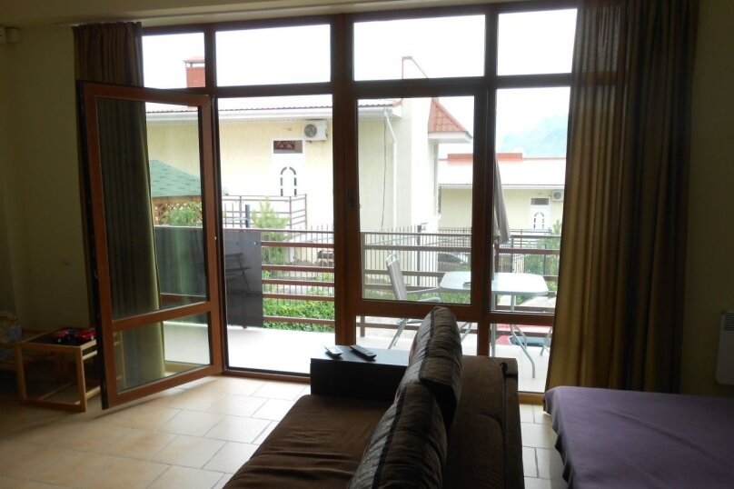 Люкс с балконом, улица Ленина, 142, Коктебель - Фотография 10