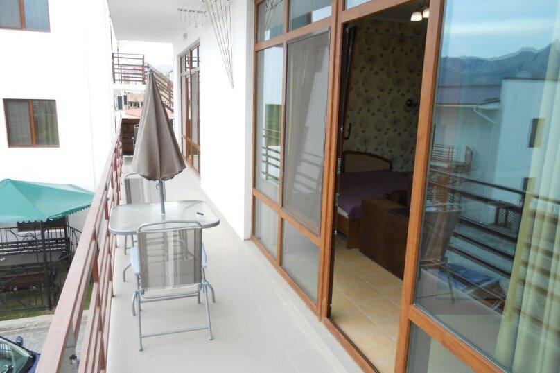 Люкс с балконом, улица Ленина, 142, Коктебель - Фотография 1