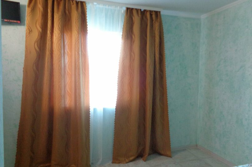 Трехместный 2- й этаж, улица Пуцатова, 32, Алушта - Фотография 2