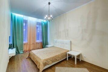 2-комн. квартира, 62 кв.м. на 4 человека, Адмиралтейская набережная, метро Гостиный Двор, Санкт-Петербург - Фотография 1