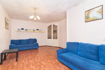 2-комн. квартира, 45 кв.м. на 6 человек, улица Челюскинцев, 29, Уральская, Екатеринбург - Фотография 1