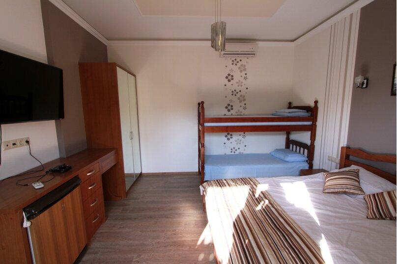 №6 люкс 4ех местн, Красногвардейская улица, 19, Геленджик - Фотография 2