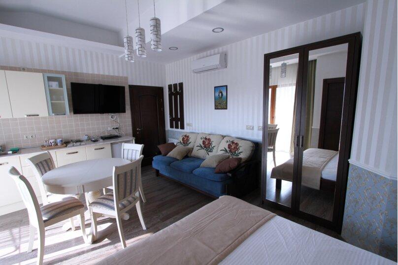 №8 люкс 4ех местн с балконом и кухней, Красногвардейская улица, 19, Геленджик - Фотография 3