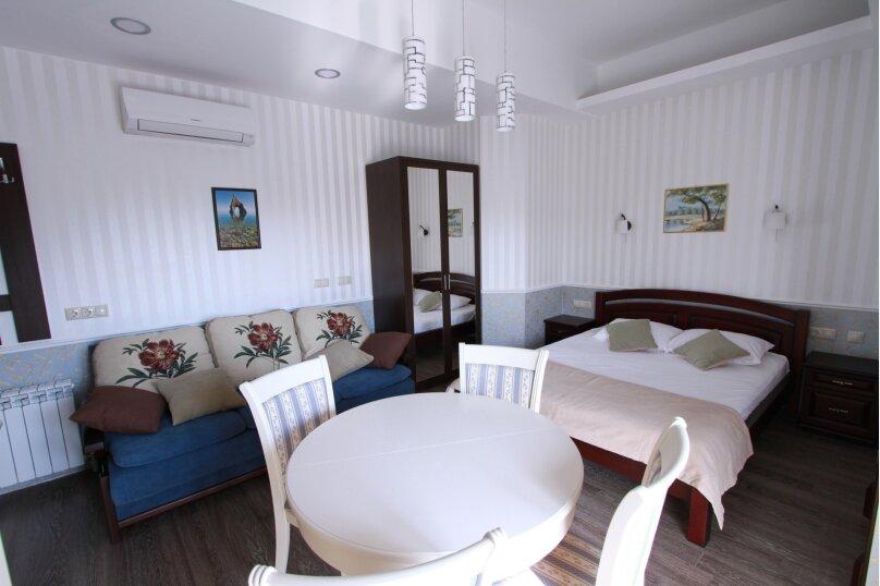№8 люкс 4ех местн с балконом и кухней, Красногвардейская улица, 19, Геленджик - Фотография 1