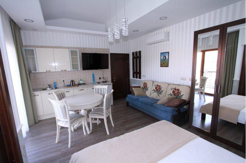 №8 люкс 4ех местн с балконом и кухней, Красногвардейская улица, 19, Геленджик - Фотография 4